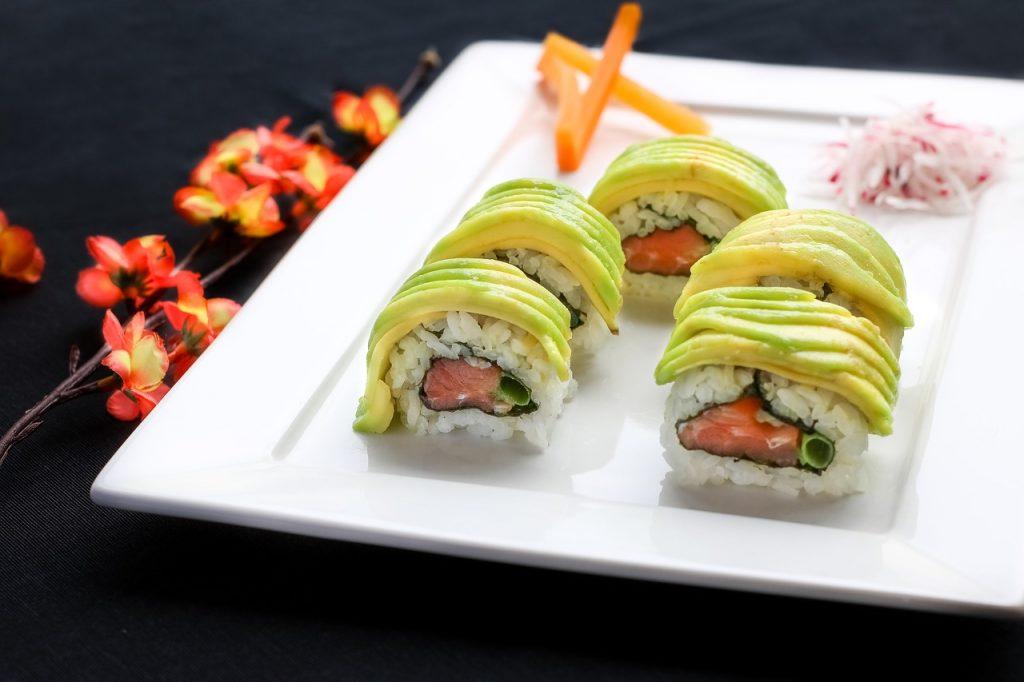 5 piezas de sushi bien picantes-PIXA